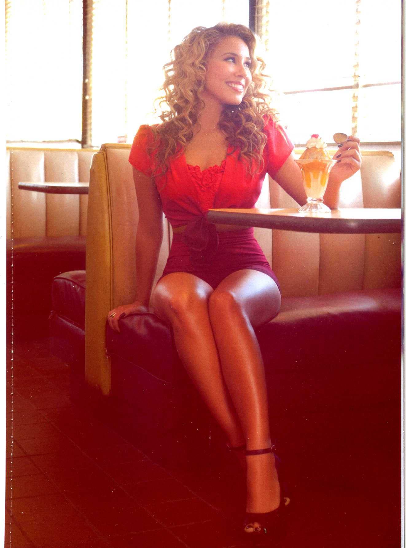 Haley Reinhart  9 September 1990 in Wheeling Illinois ist eine USamerikanische SingerSongwriterin die den dritten Platz in der zehnten Staffel von American Idol erreichte